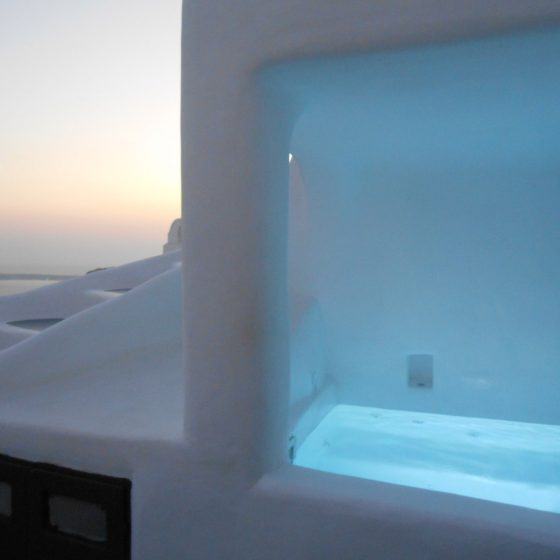 Traditional cave house with half cave Jacuzzi (CANAVA).