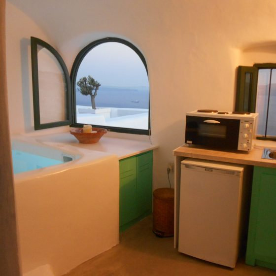 06cave-villa-with-inside-jacuzzi